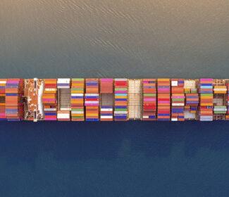 Tipos de embarque marítimo e tipos de contêiner